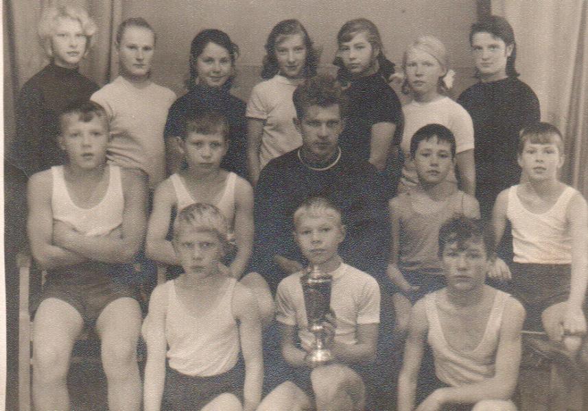 Спортивная команда Пучежской восьмилетней школы (год 1966-1967)