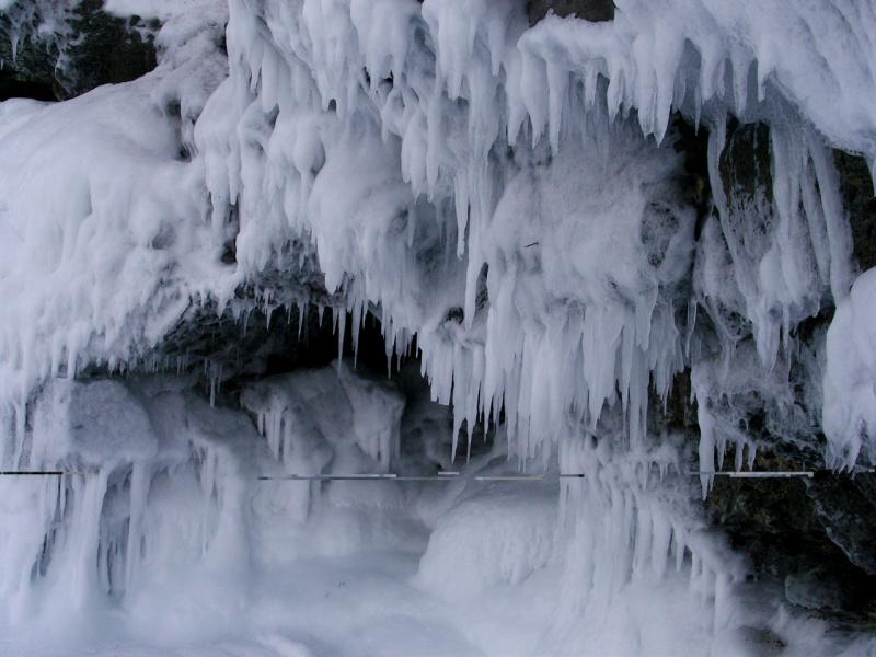 Грот и лед