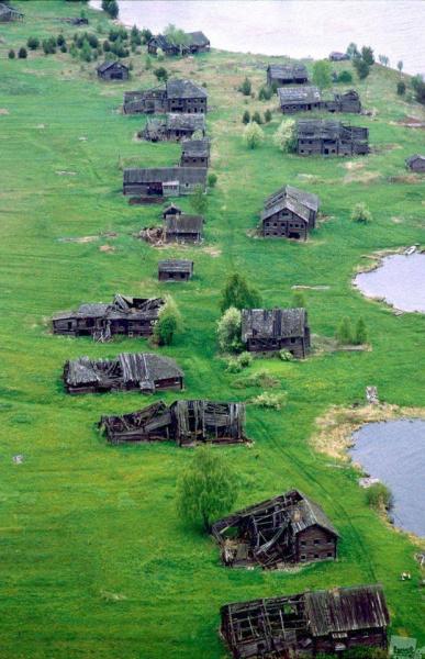 Умершая деревня. Карелия, Россия. 2009 год.