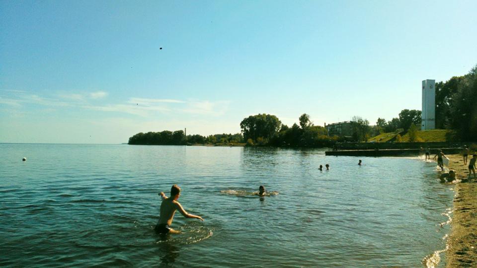 На пляже пока лето! 20 августа 2016.