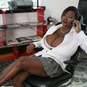 Самая большая грудь смотреть онлайн