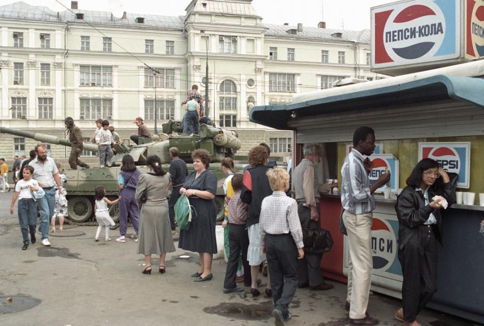 Контрасты конца существования СССР, 19 августа 1991 года, Москва