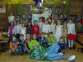 Дед Мороз и Снекурочка клоун Снежинкин с классом в школе