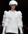 белый вязаный пуловер спицами. вязаный пуловер Burberry.