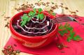 Простой салат из свеклы с майонезом и чесноком