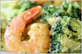 Тигровые креветки с брокколи в сливочном соусе с карри