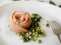 Розочки из семги с соусом