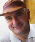 Дуглас Найлз Адамс - английский писатель, драматург и сценарист, автор юмористических фантастических произведений. Родился в марте 1952 года в Кэмбридже. Окончил школу в Брентвуде. В 1974 году получил степень бакалавра, а позже - магистра.