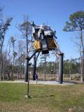 Один из лунных модулей (их было сделано несколько). Установлен возле скоростной автотрассы 10 - от Jacksonville до Los Angeles. (Февраль 2009).