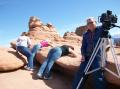 И как это мне удалось-таки заснять начальника экспедиции по национальным паркам Америки?!.. Меня чуть в пропасть не сдуло... Можете себе представить какие там гуляют ветры... (Март 2009)