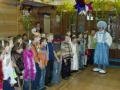 Клоун Снежинкин проводит конкурс в классе школы