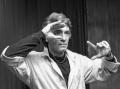 Игорь Старыгин в одной из своих театральных импровизаций (1989 год)