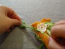 Декорирование полотна цветами и листьями