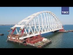 Арку Крымского моста доставили к фарватерному участку