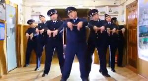 Танцы якутской полиции