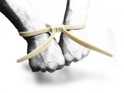 Как избавиться от пластиковых наручников
