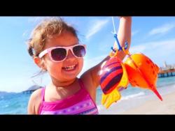 Развивающее видео для детей. Играем на пляже! Интересное видео.