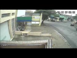 Acidente envolvendo uma moto e um crossfox amarelo