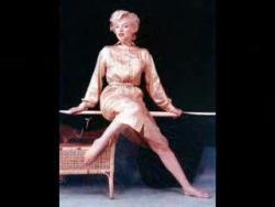 Marilyn Monroe sings Diamonds are a Girls Best Friend