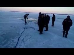 Спасение снегохода из ледового плена волги. Пучеж.