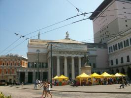 Генуя, площадь Феррари, театр Карло Феличе и памятник Гарибальди