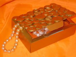 Шкатулочка из б/у  пуговиц и коробки конфет.