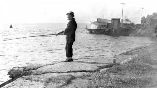 На рыбалке у причала1995г.