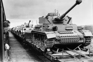 Эшелон с новыми танками Pz. Kpfw. IV Ausf. G по пути на Восточный фронт