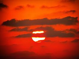 Солнце в багряном плену