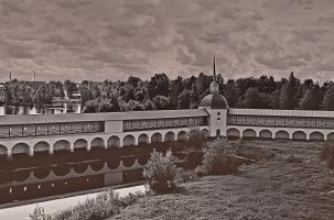 Со звонницы Тихвинского монастыря