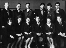 В верхнем ряду слева первый секретарь райкома комсомола Кустов Б,первый секретарь райкома партии Гришин С.И.Крайний справа Тюгин Николай.