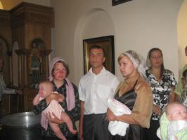 Перед крещением. Духовный отец и мамы.