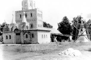 Строительство храма Серафима Саровского.