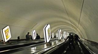 Где находится самая глубокая станция метро в мире и какова глубина ее заложения?