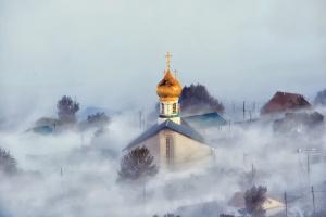 Расползается по городу туман .