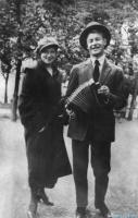 Сергей Есенин с сестрой Катей, 1925.