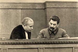 Сталин и Хрущёв в президиуме сессии ЦИК Союза ССР, 1936 г.
