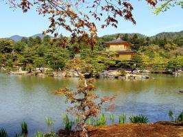 Пейзаж с видом на Золотой павильон