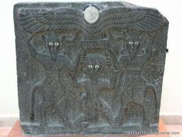 Гильгамеш вместе с богами.