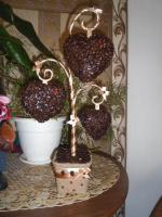 Дерево с кофейными сердечками.