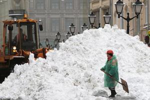 Таджики разбежались, увидев такие горы снега.