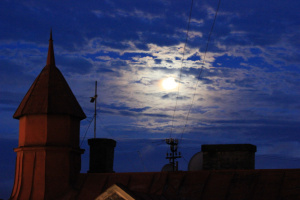 Луна над Рижскими крышами
