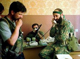 Шамиль Басаев во время захвата больницы в Буденновске
