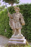 Придворный в костюме времён короля Людовика.