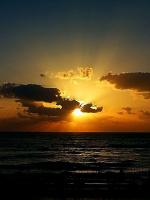 """""""Хочу с тобой встречать закат у моря,  Когда взорвется горизонт пожаром,  А волны тихо к нам спешат, пожалуй  Слегка волнуясь. будто с кем — то споря… """""""