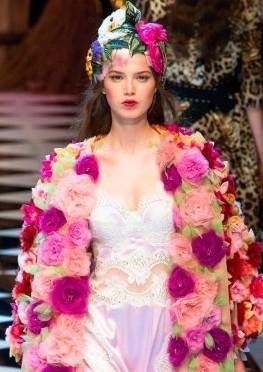 93e3982670e9 Dolce   Gabbana осень-зима 2016-2017  шикарно, ярко, ...