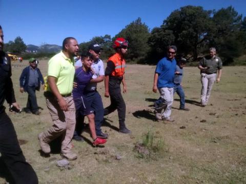 В Мексике пес два дня согревал потерявшегося в горах мальчика