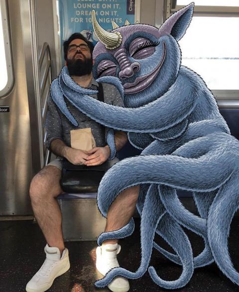Нью-йоркский художник натравливает монстров на пассажиров метро