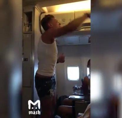 На борту рейса «Москва - Бар…