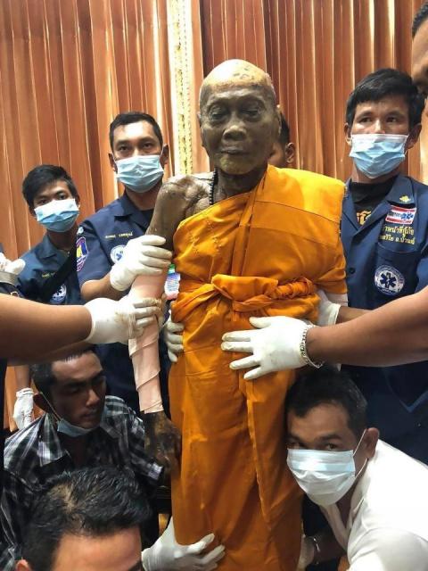 Буддийского монаха увидели с…